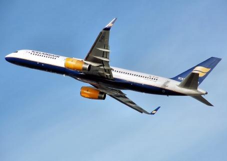 airplane-749548_1280
